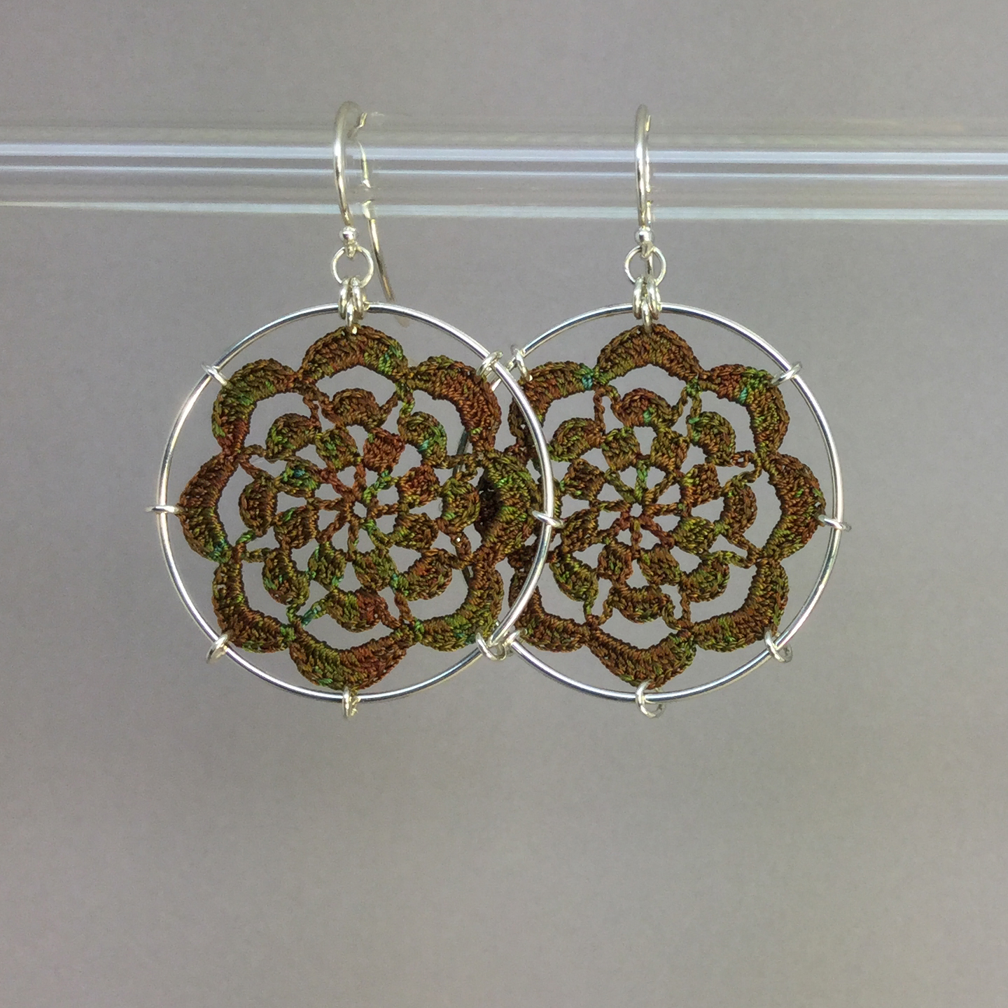 Serendipity earrings, silver, camo thread