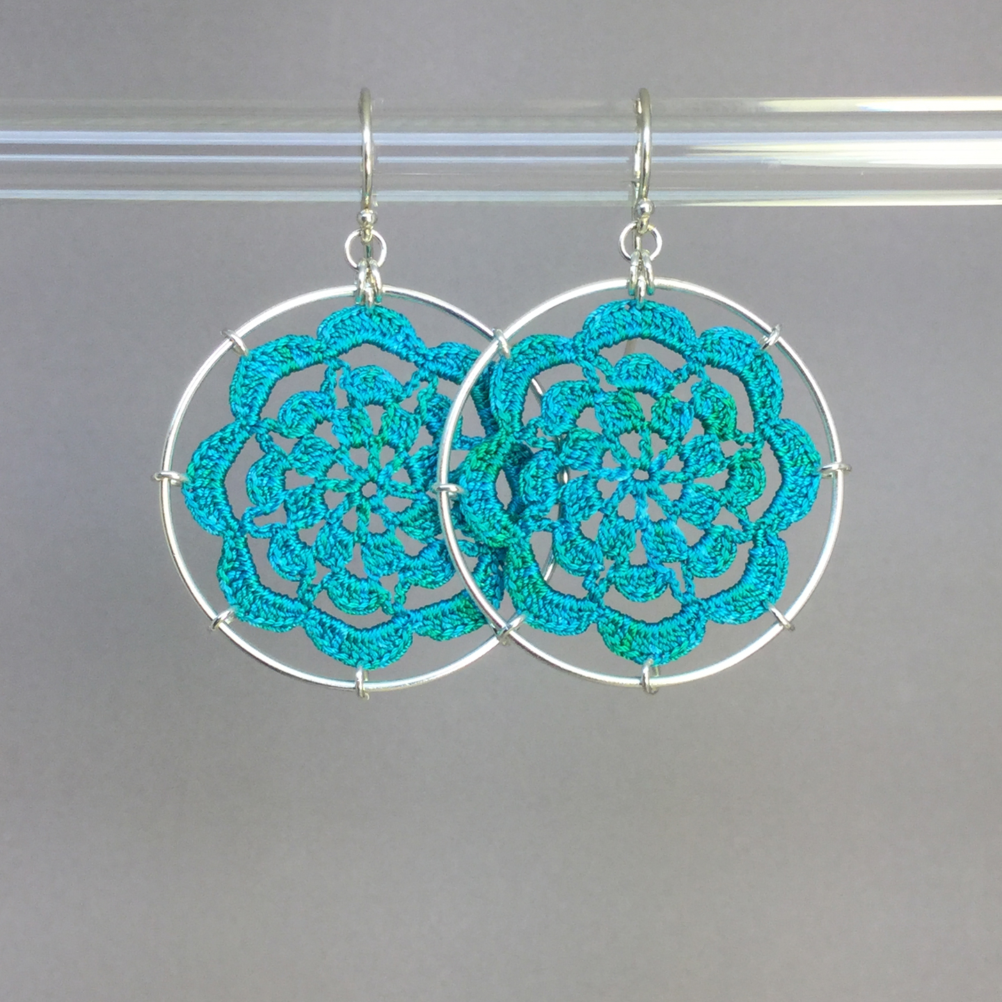 Serendipity earrings, silver, shamrock green thread
