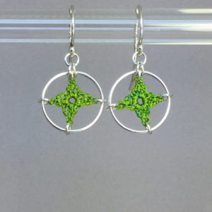 Spangles 1 earrings, silver, parrot green thread