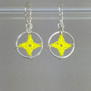 Spangles 1 earrings, silver, yellow thread