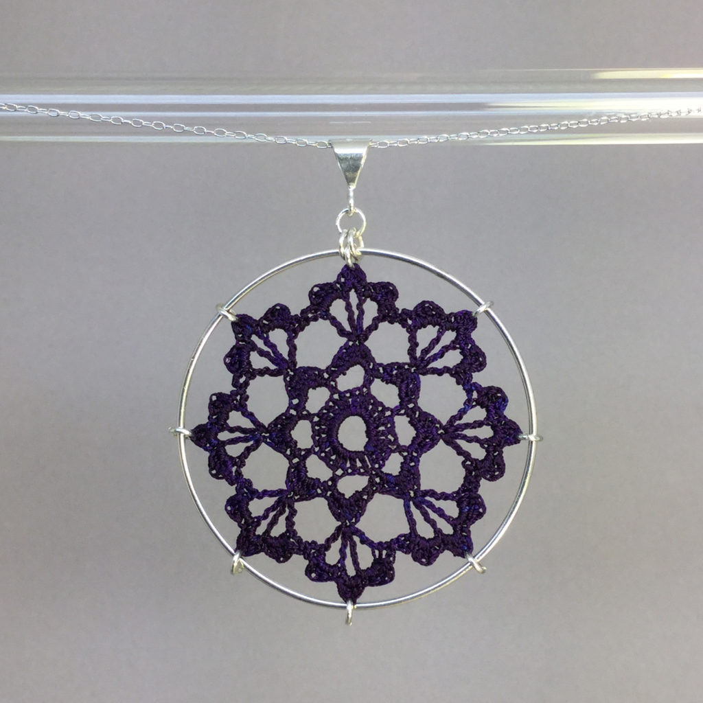 Scallops necklace, silver, purple thread