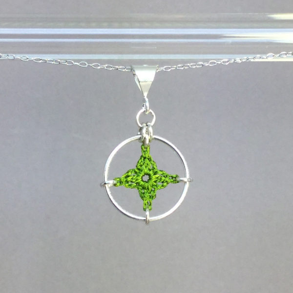 Spangles 1 necklace, silver, parrot green thread