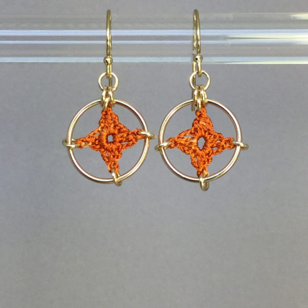 Spangles 1 earrings, gold, orange thread