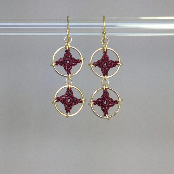 Spangles 2 earrings, gold, maroon thread