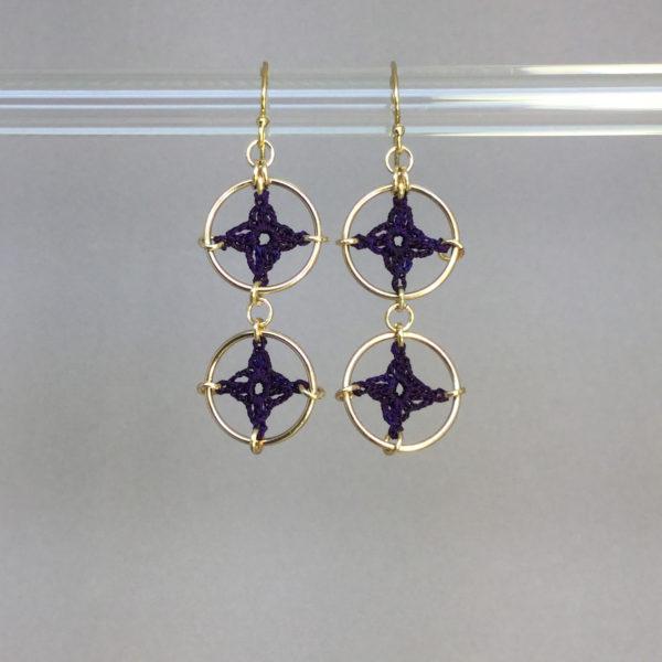 Spangles 2 earrings, gold, purple thread