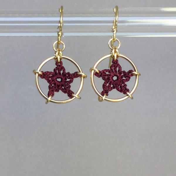 Stars earrings, gold, maroon thread