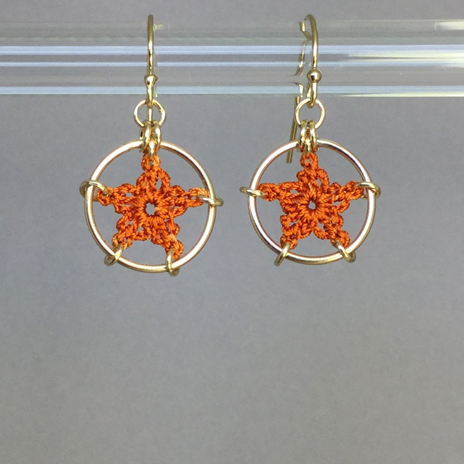 Stars earrings, gold, orange thread