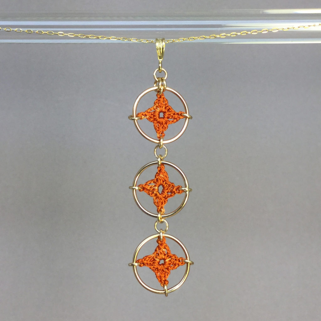 Spangles 3 necklace, gold, orange thread