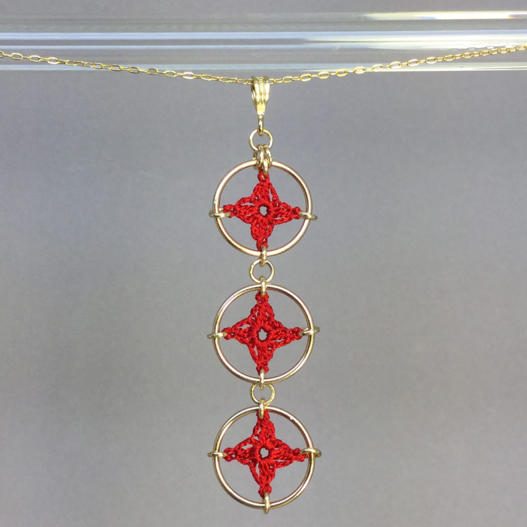 Spangles 3 necklace, gold, red
