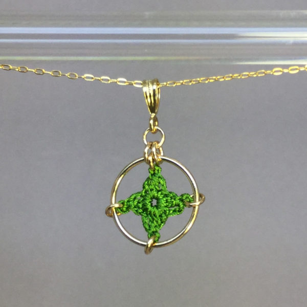 Spangles 1 necklace, gold, parrot green thread