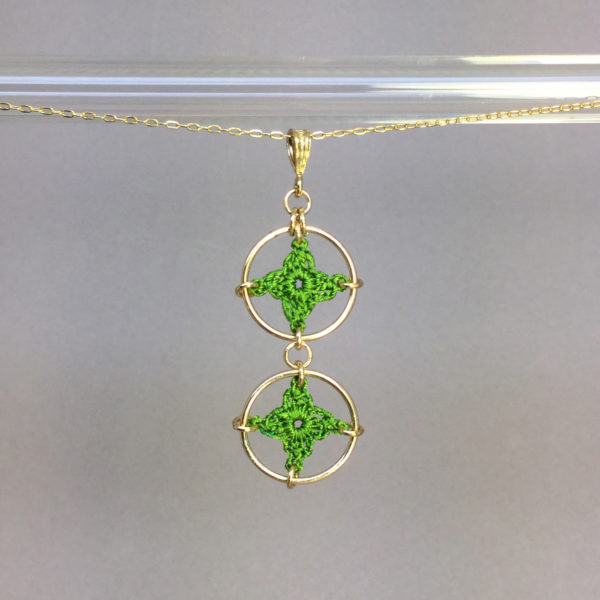 Spangles 2 necklace, gold, parrot green thread