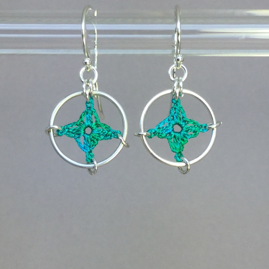 Spangles 1 earrings, silver, shamrock green thread