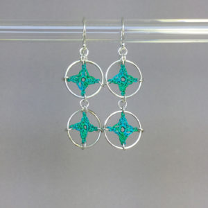 Spangles 2 earrings, silver, shamrock green thread
