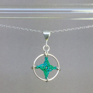 Spangles 1 necklace, silver, shamrock green thread